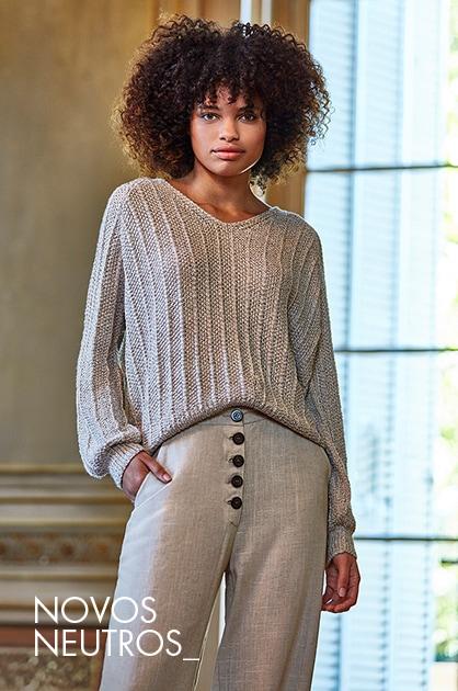 Uma mulher em pé moda Casual
