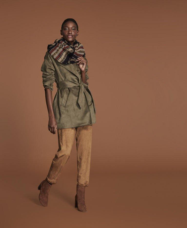 Um olhar leve, descomplicado e confortável sobre a moda, para mulheres que desejam injetar frescor no look de maneira prática.